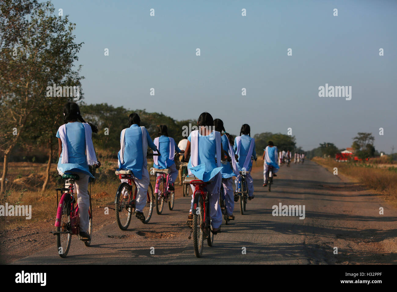 School Girls, Khairmal Village, Saraipali Tahsil, Mahasamund District, Chattisgarh, India - Stock Image