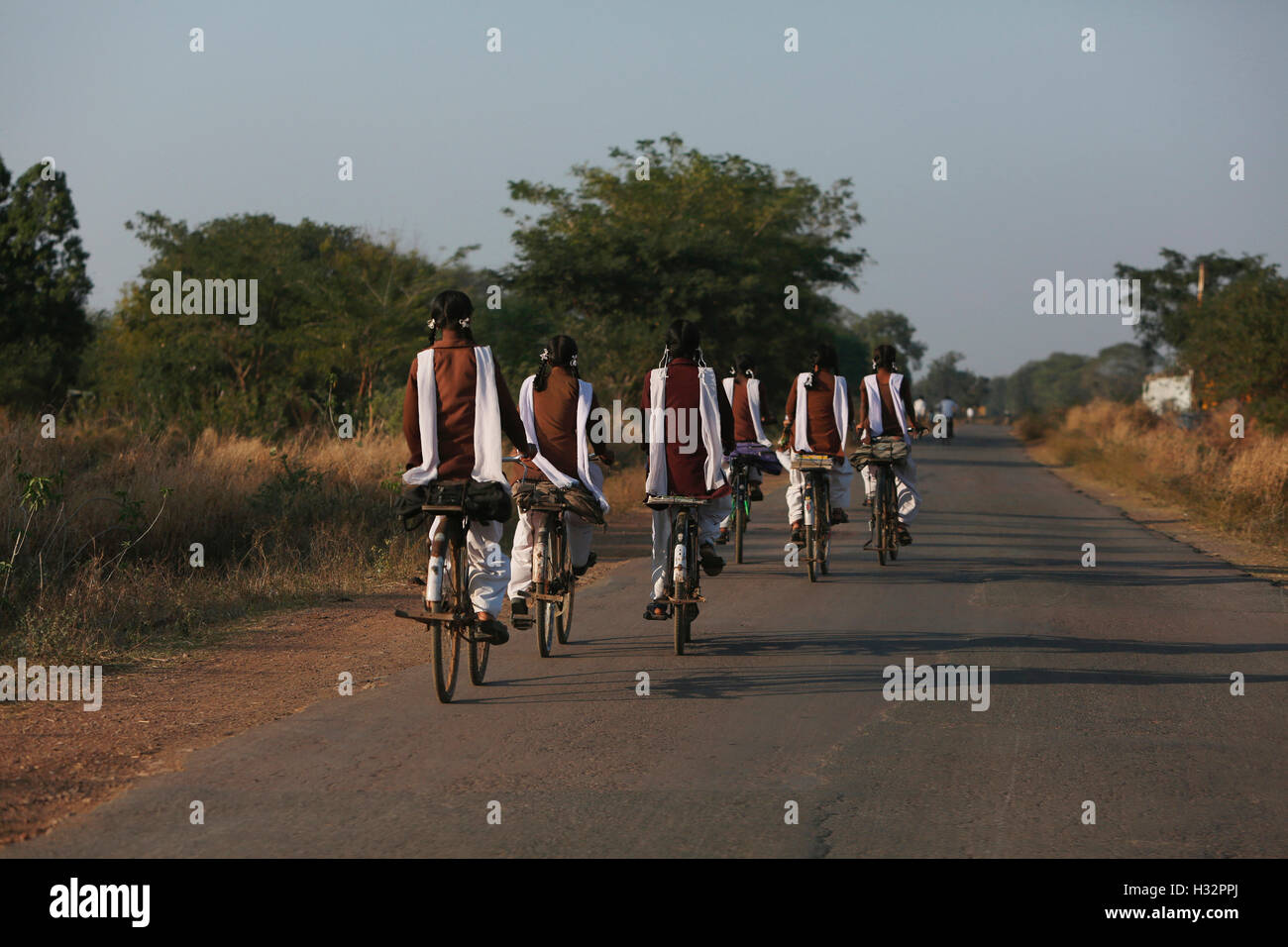 School Girls, Khairmal Village , Saraipali Tahsil, Mahasamund District, Chattisgarh, India - Stock Image