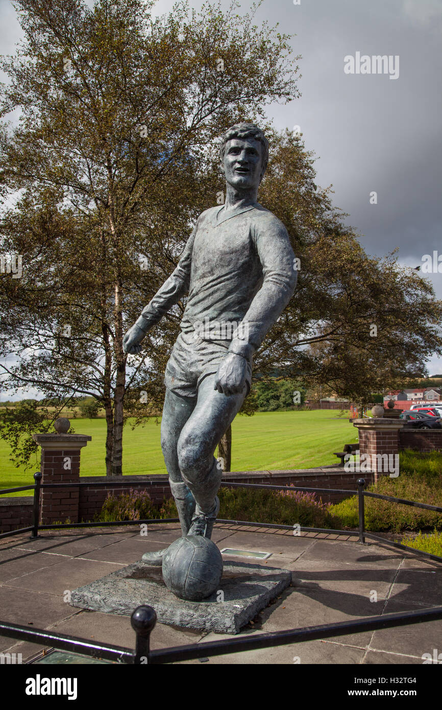 Memorial to Jim Baxter professional football player in Cowdenbeath Fife Scotland. - Stock Image