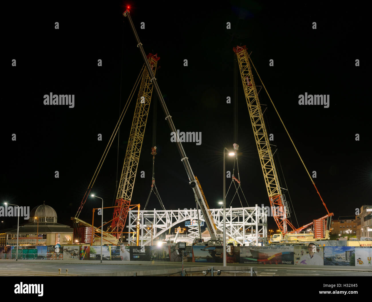 Steelwork arch installation,a major engineering operation,Dundee,UK.Final position and alignment of arch sections - Stock Image