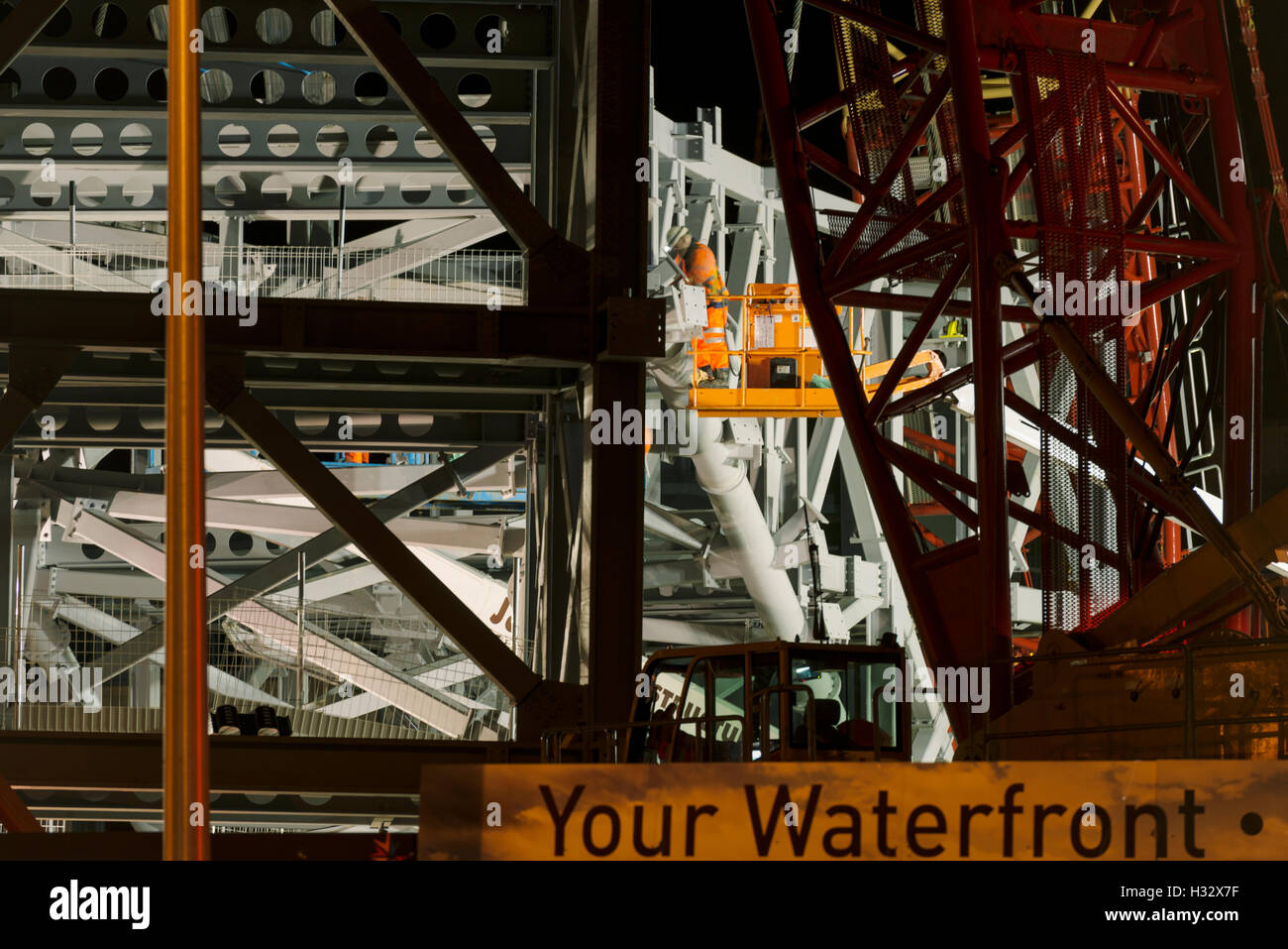 Steelwork arch installation,a major engineering operation,Dundee,UK. Securing the final position. - Stock Image
