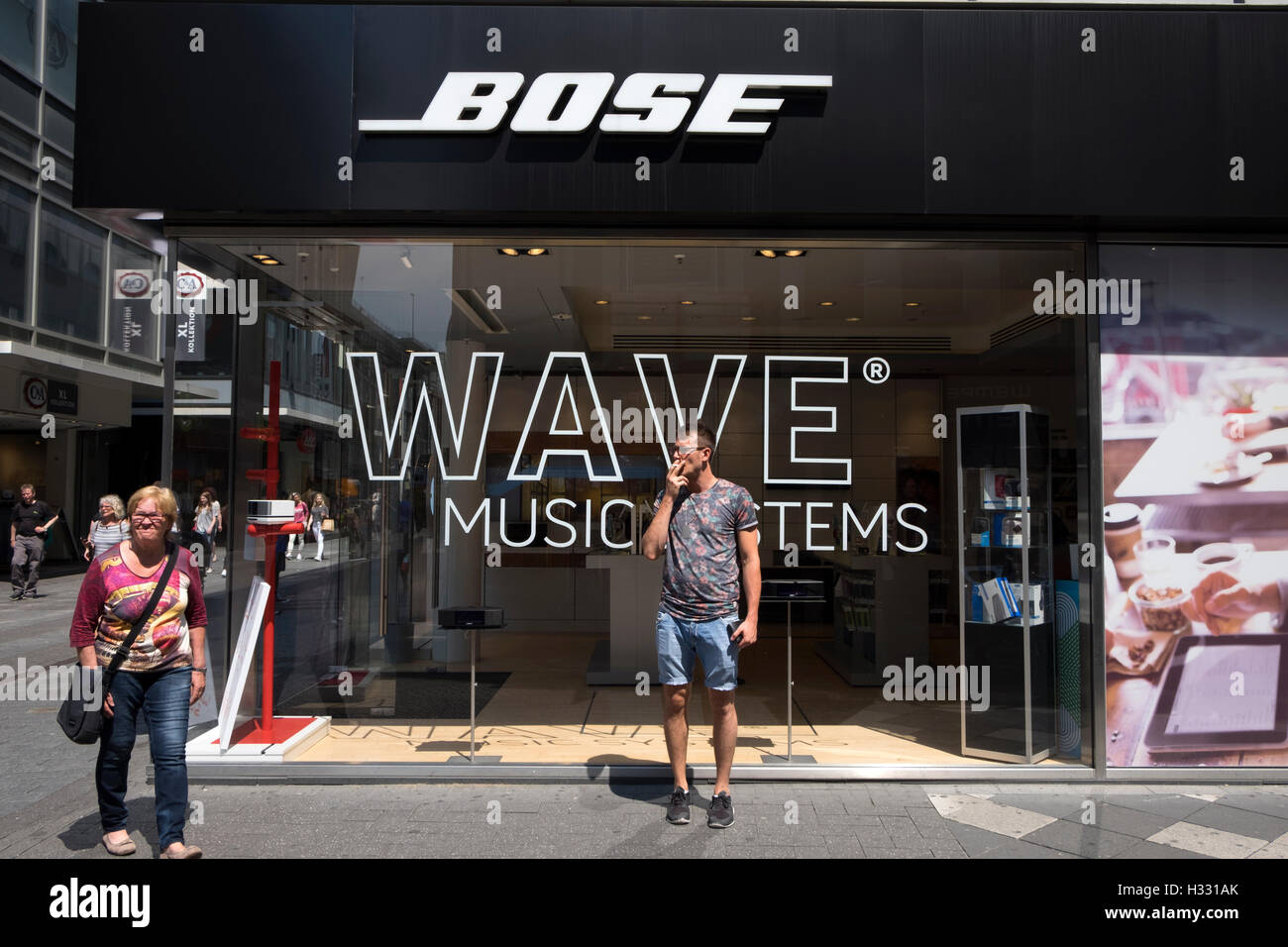 Bose hi-fi store Cologne Germany - Stock Image