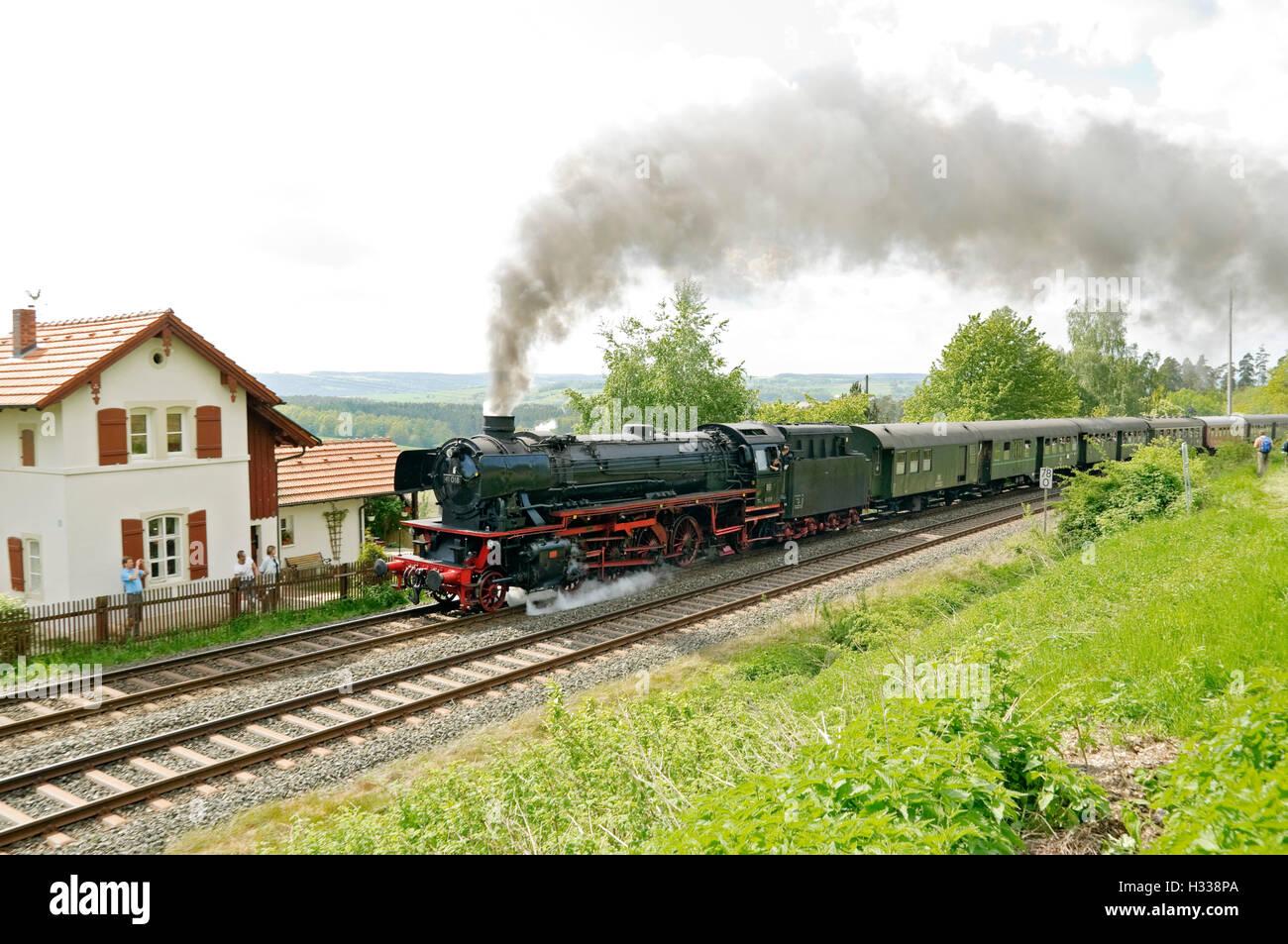 "Steam train behind class 41 locomotive no. 41 018 climbing the ""Schiefe Ebene"" incline near Neuenmarkt, Franconia, Stock Photo"