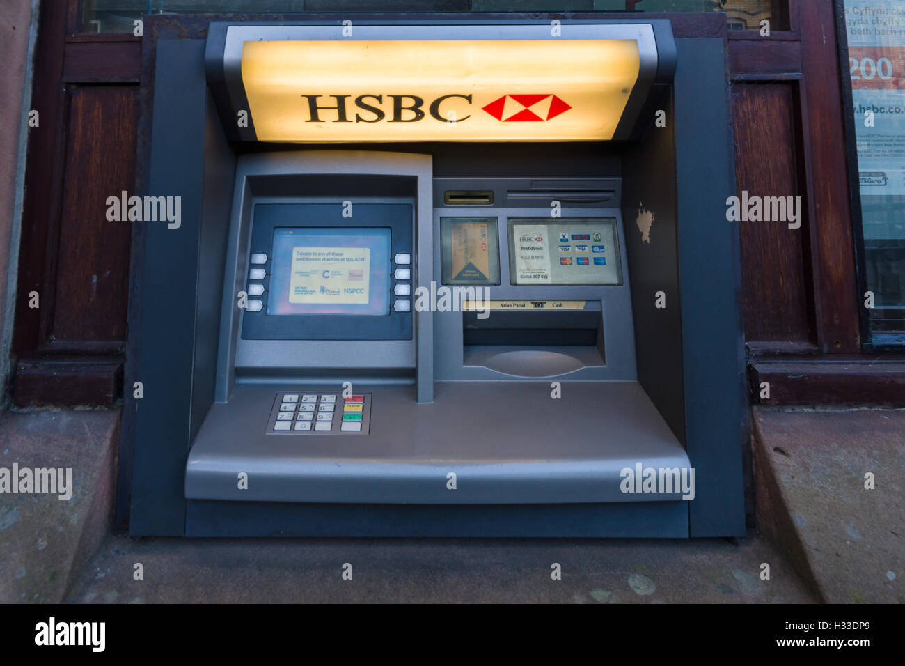 HSBC cash machine or ATM in the Welsh town of Bala one of the few remaining rural ATM's as the major banks withdraw - Stock Image