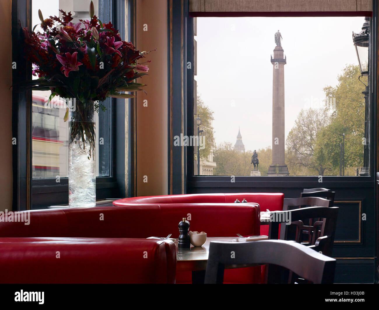 View to Duke of York Column. Villandry - St James, LONDON, United Kingdom. Architect: Stiff + Trevillion Architects, - Stock Image