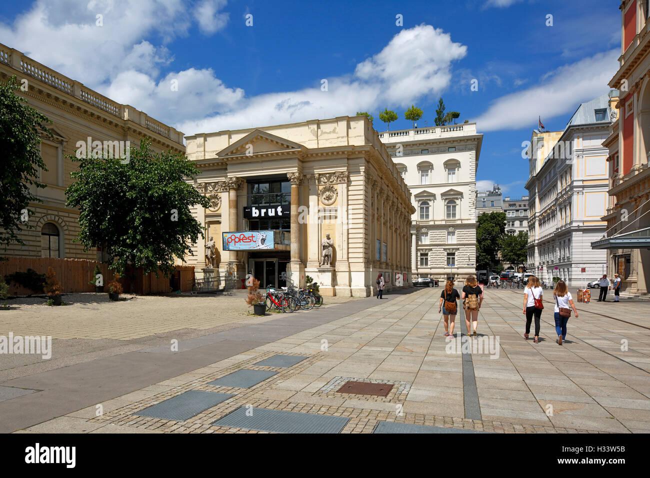 Kuenstlerhaus, Ausstellungsgebaeude, Theater und Kino am Karlsplatz in Wien, Oesterreich - Stock Image