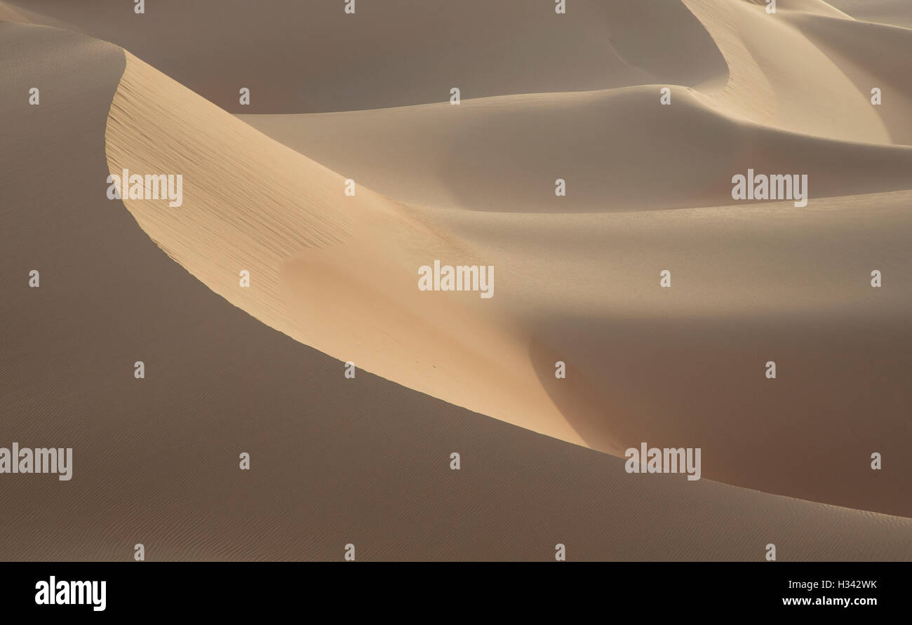Pattern of sand dunes in the Empty Quarter desert that is covering large area in UAE, KSA and Oman - Stock Image