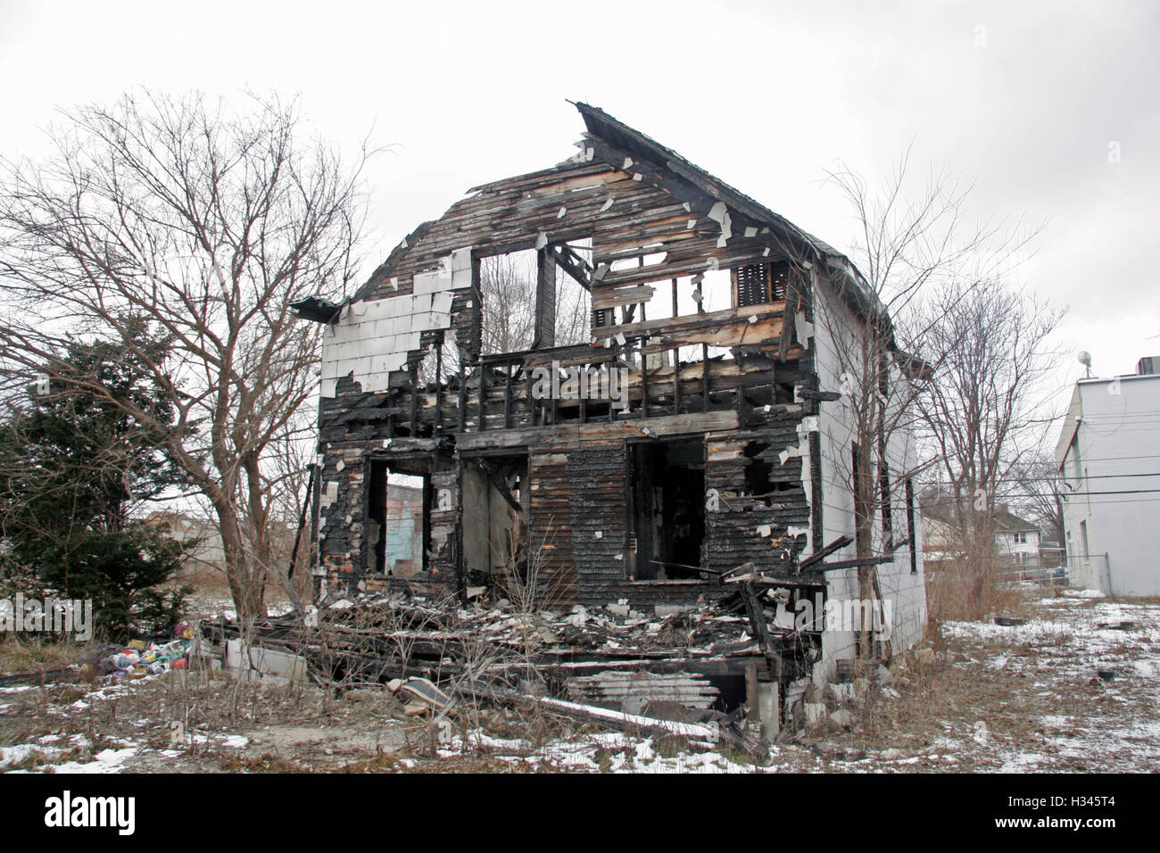 Fabulous C8 Alamy Com Comp H345T4 Burnt Out Ruined House In Download Free Architecture Designs Licukmadebymaigaardcom