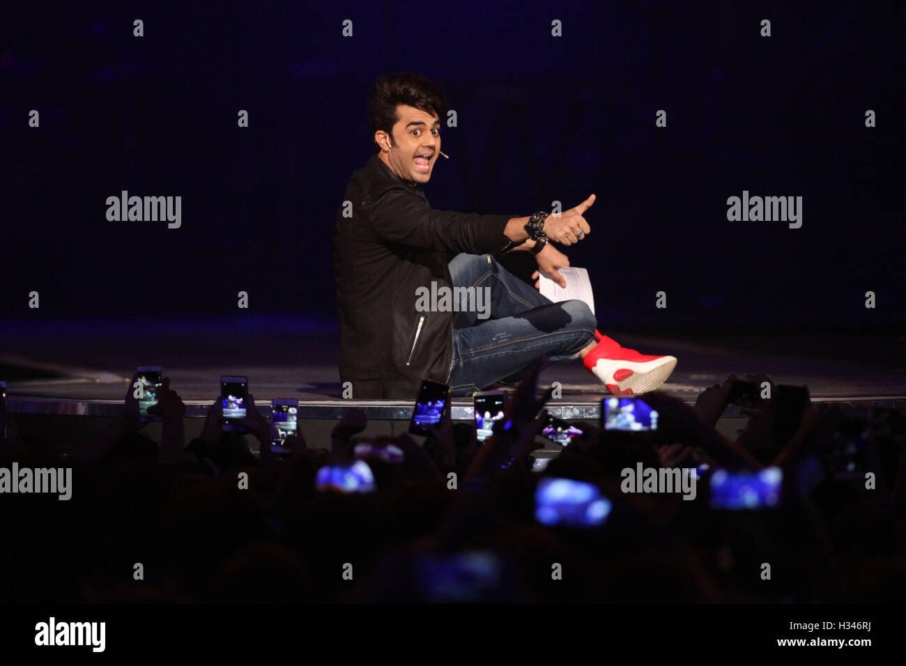 Host Manish Paul during the live concert and music launch of the movie Rock On 2, in Mumbai, India on September - Stock Image