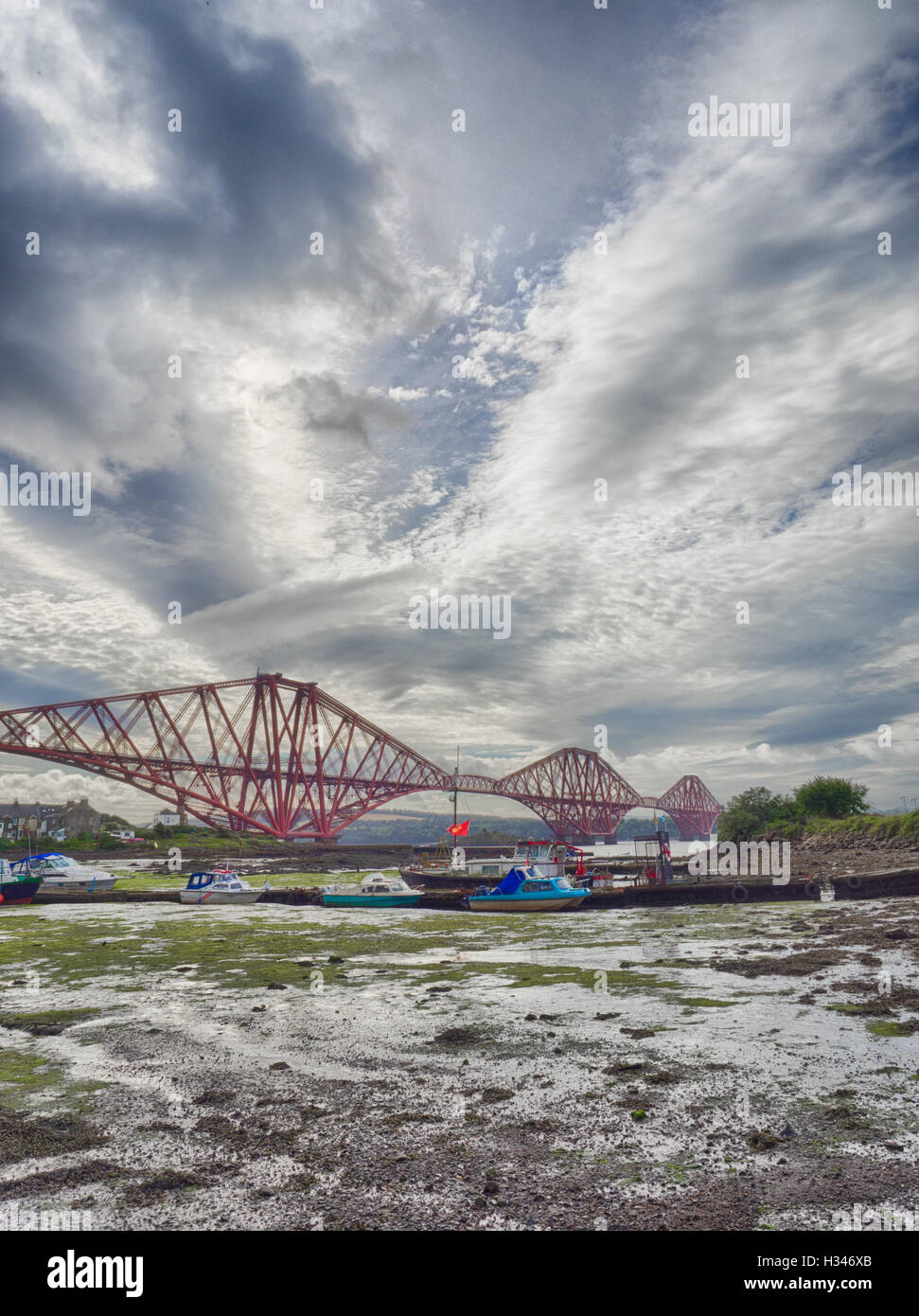 Boats moored in front of the Forth Rail Bridge in Edinburgh, Scotland, connecting the towns of North and South - Stock Image