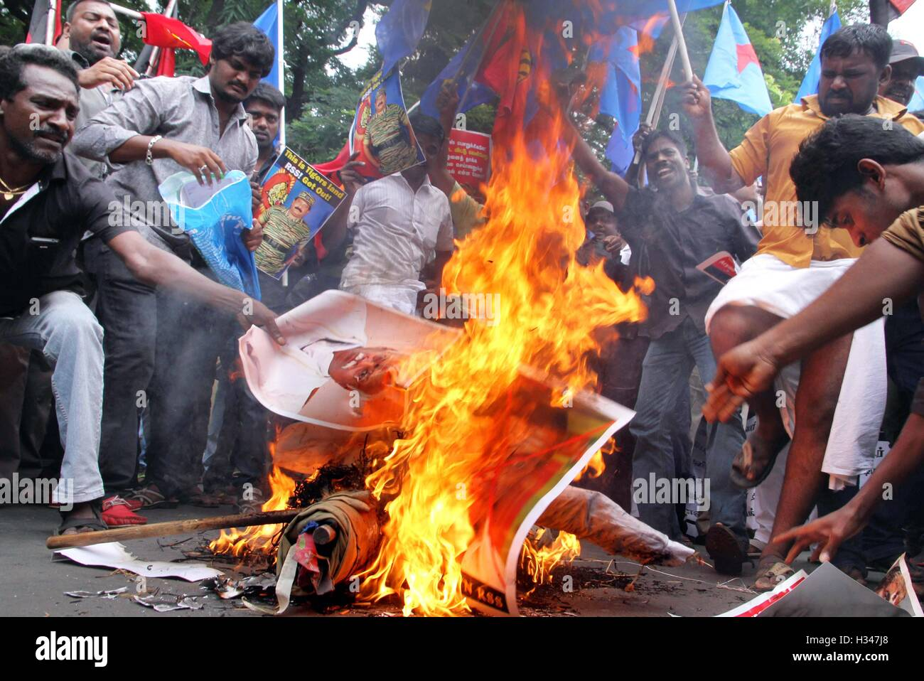 Supporters of several Tamil nationalist parties burn effigies stage protest against the Kaveri water sharing issue - Stock Image