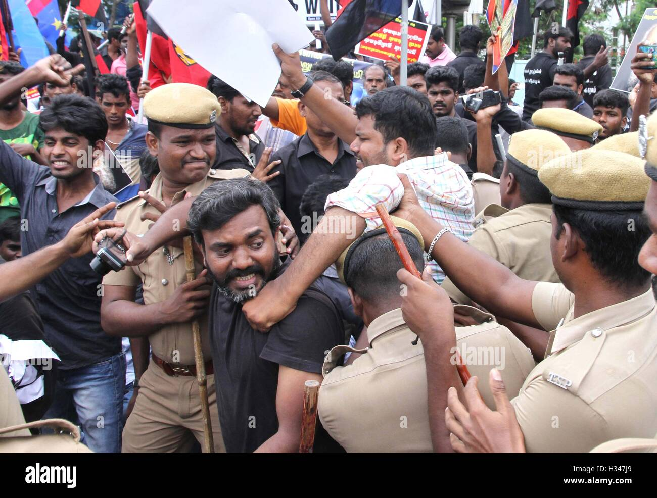 Supporters of several Tamil nationalist parties grapple police stage protest against the Kaveri water sharing issue - Stock Image