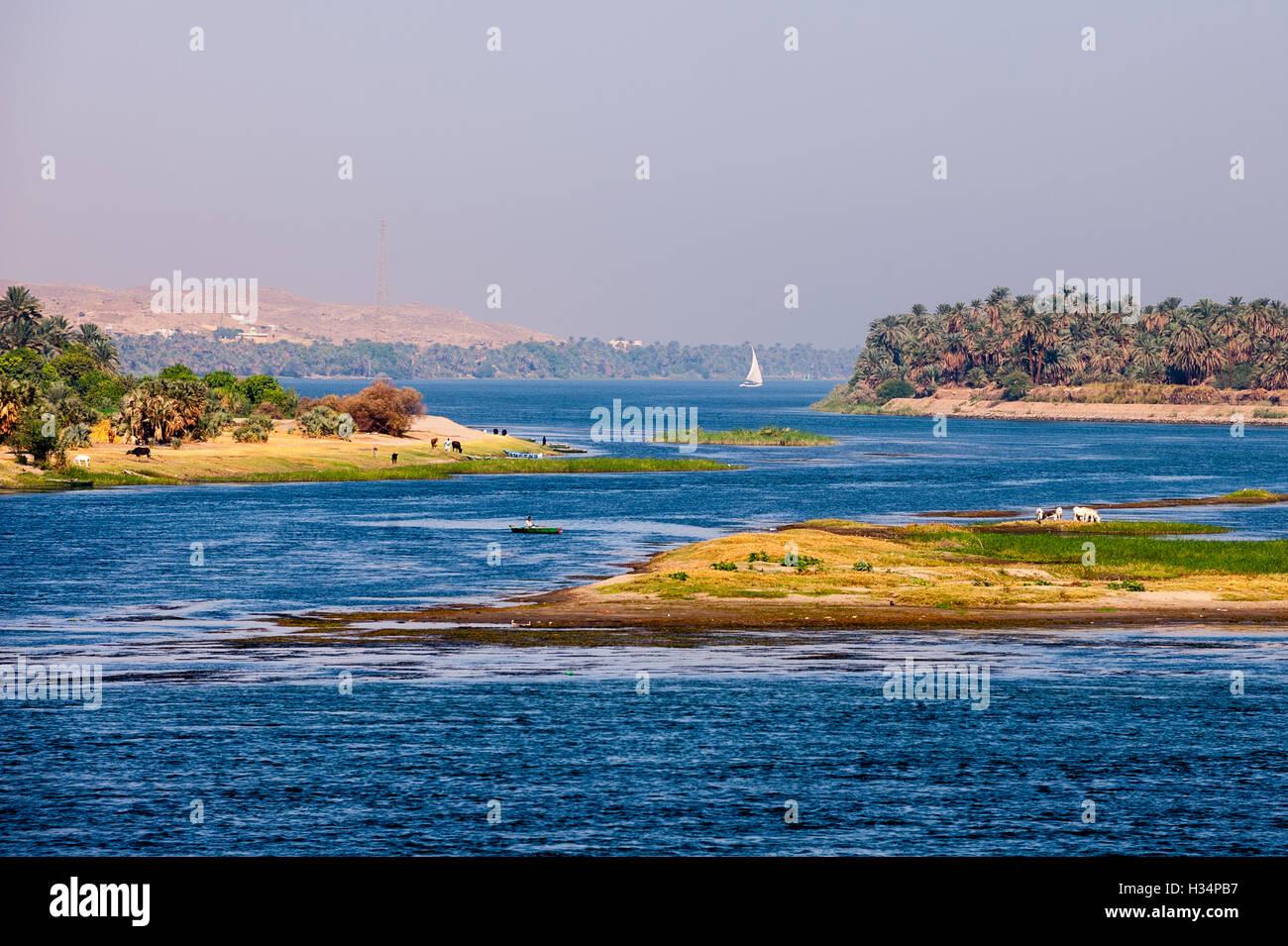 Egypt. Cruising the Nile from Kom Ombo to Luxor, passing Edfu and Esna. - Stock Image