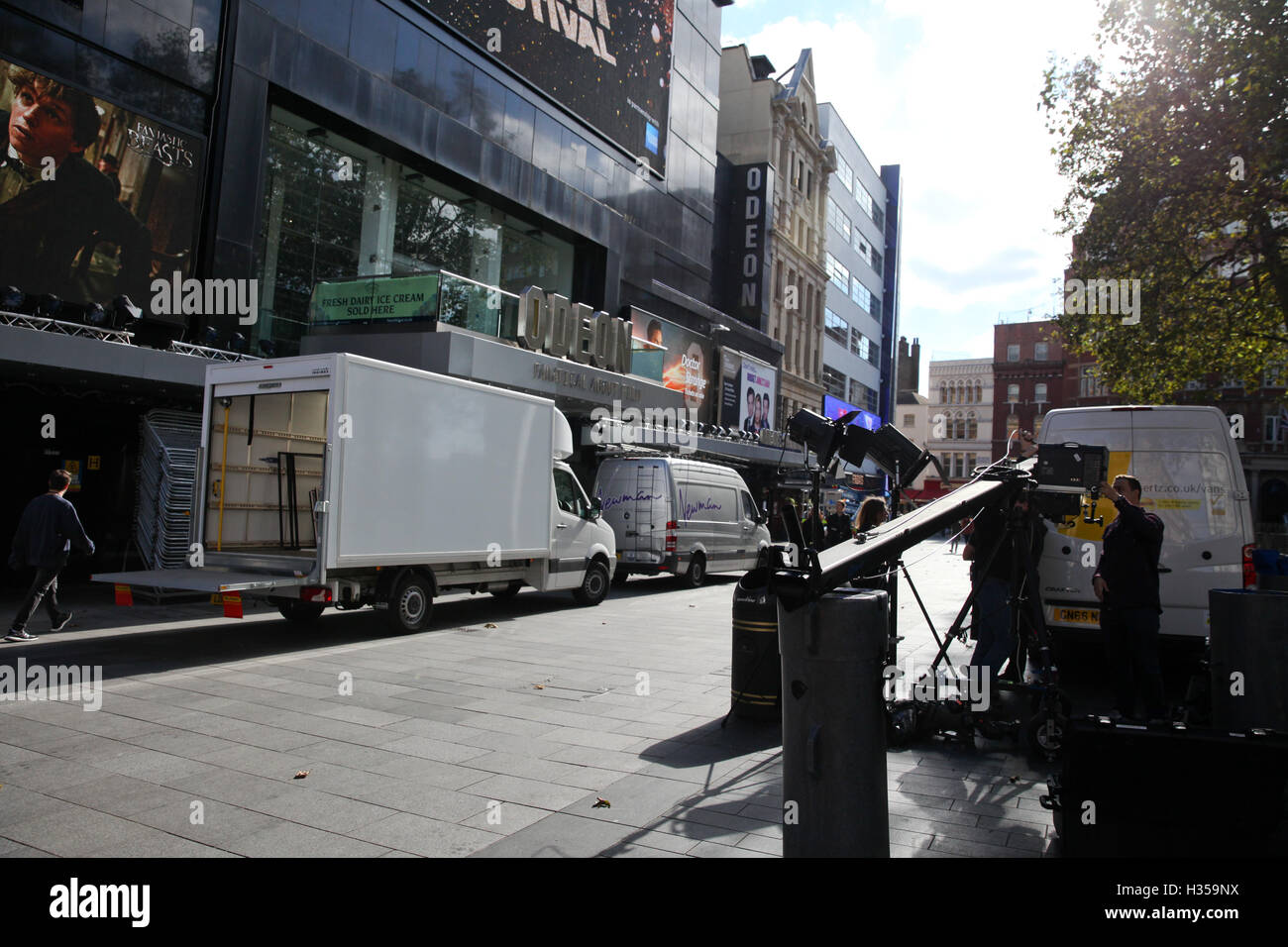 Odeon Leicester Square, London, UK. 5th October, 2016. Workman preparing for BFI London Film Festival in Leicester - Stock Image