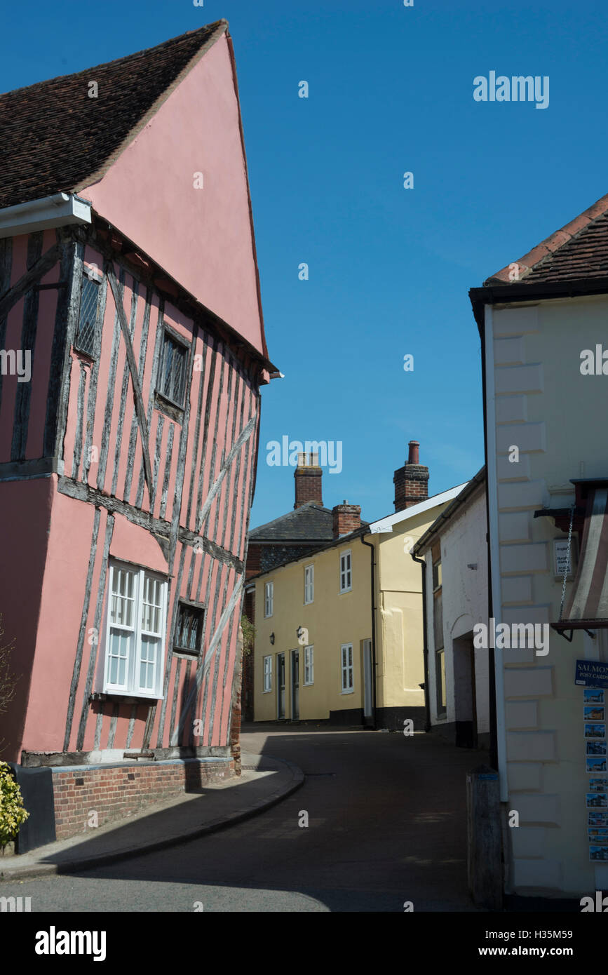 Alleyway of 15th century buildings in the town of Lavenham, once one of the wealthiest in England, Suffolk, UK. - Stock Image