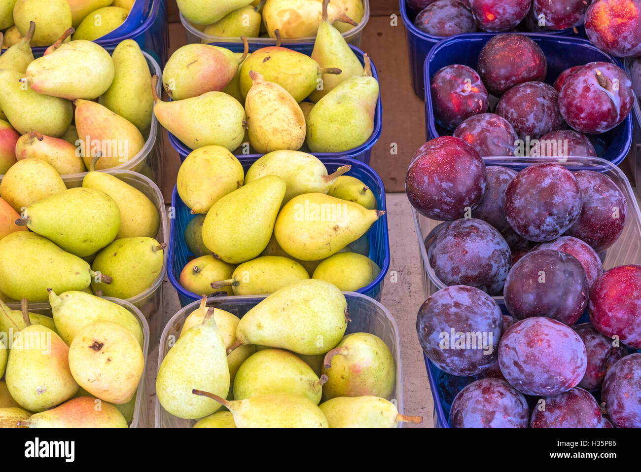 Plums and pears for sale at a market in Palermo - Stock Image