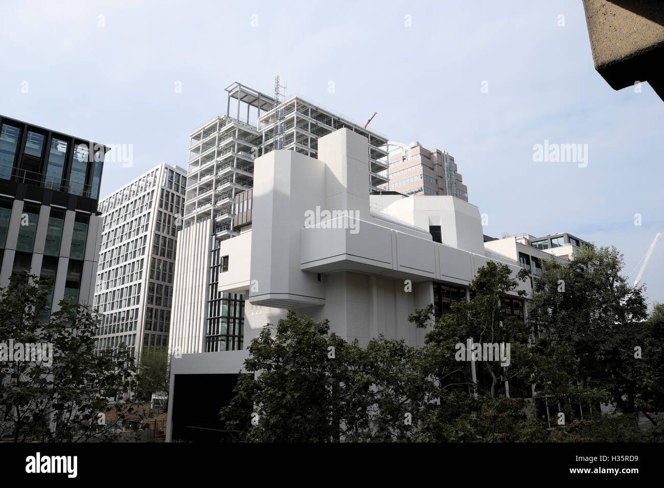 Exterior view of Salters Hall building in 4 Fore Street architect Sir Basil Spence City of London EC2Y UK  KATHY - Stock Image