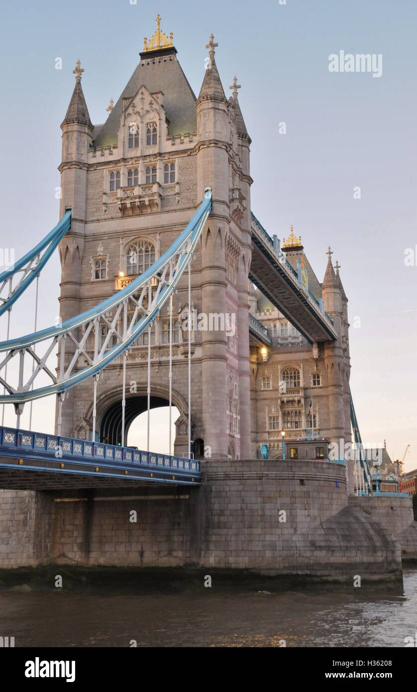 London's Tower Bridge and the river Thames. - Stock Image