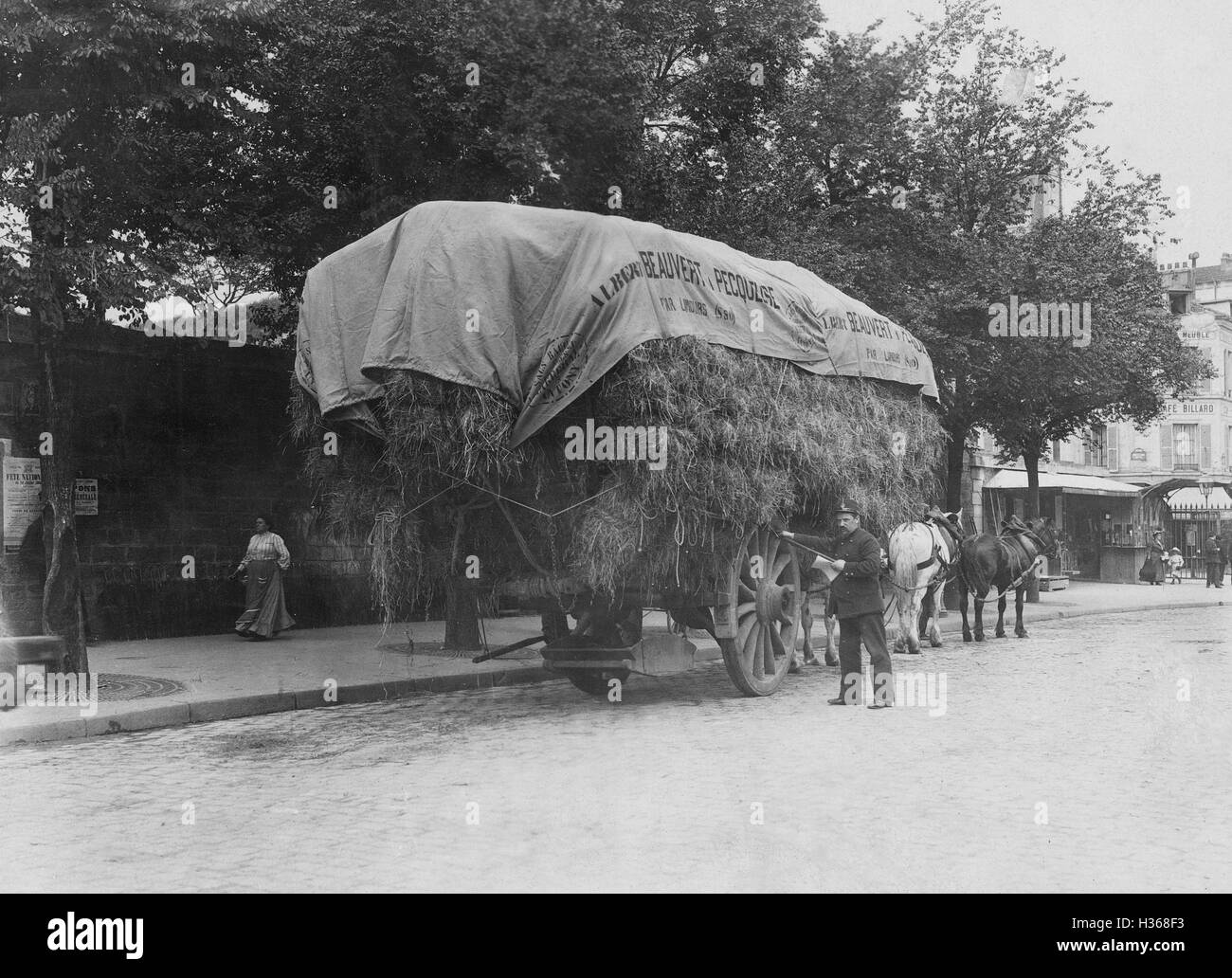 Searching a straw wagon after contraband in Paris, 1911 - Stock Image