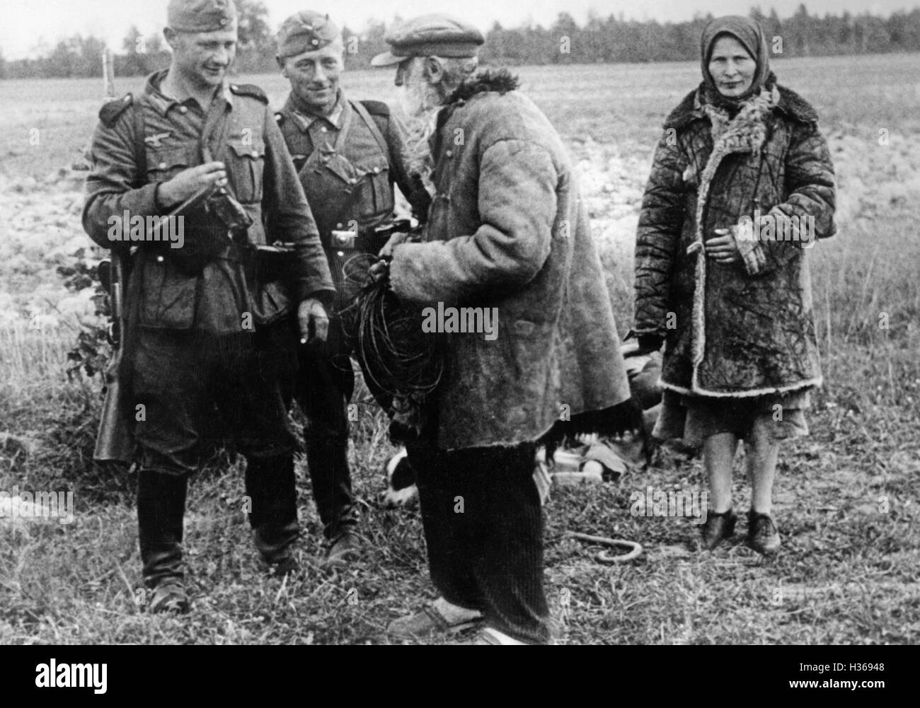 German soldiers with Volhynia Germans, 1941 - Stock Image