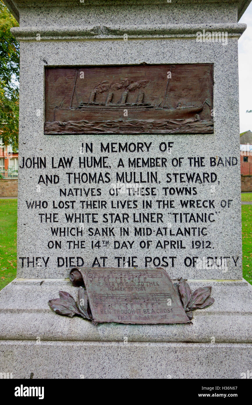 Memorial in Dock Park, Dumfries, of John Law Hume and Thomas Mullin who went down with the Titanic  when it sank - Stock Image
