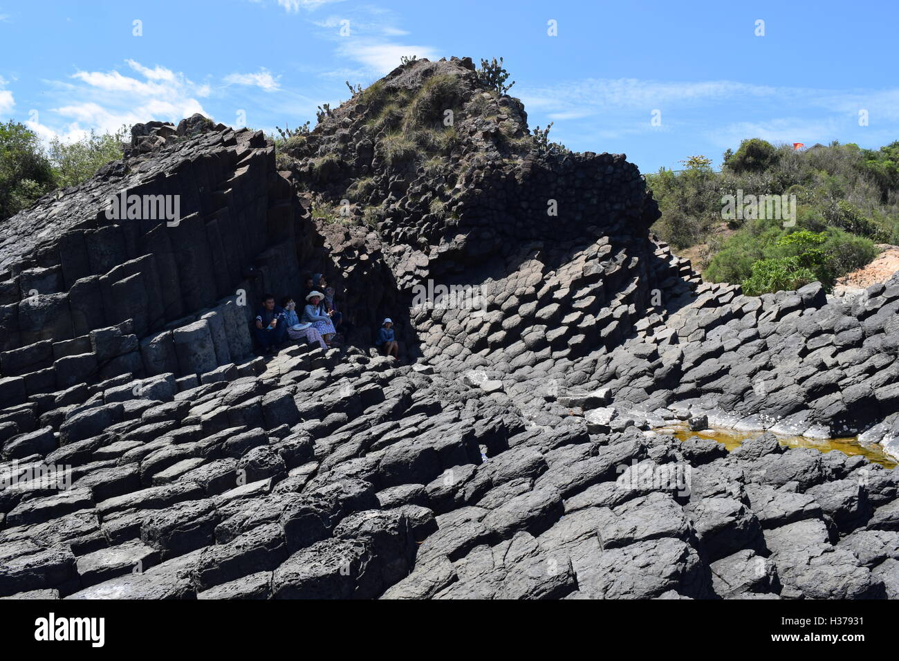 PHU YEN, VIETNAM, August 9th, 2016: tourists hiding in the shadow from the sunlight in Vietnamese natural heritage - Stock Image
