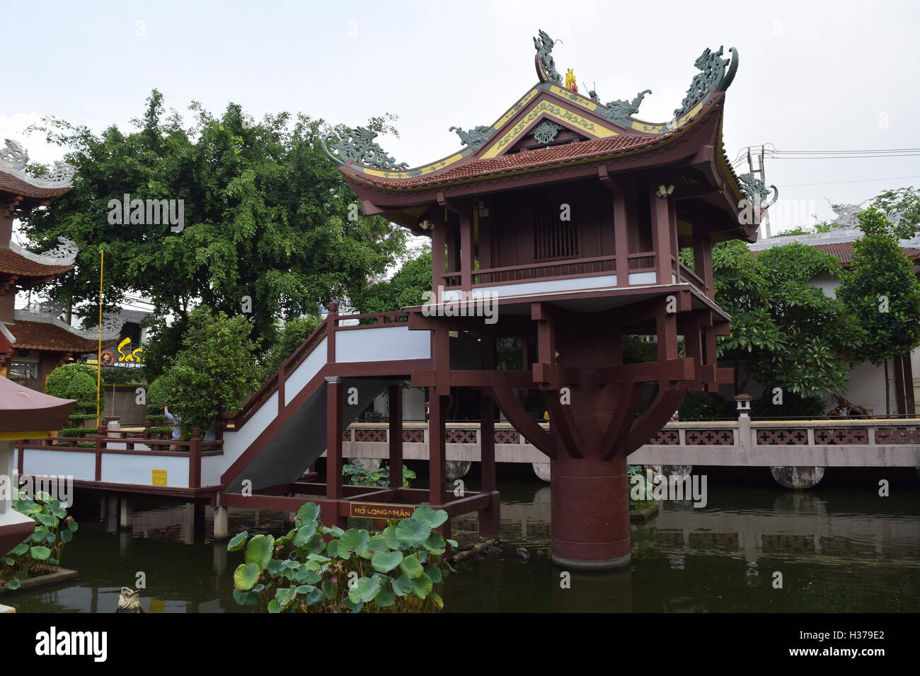old Buddhism One Pillar pagoda in vietnam. It also call Chua Mot Cot Stock Photo
