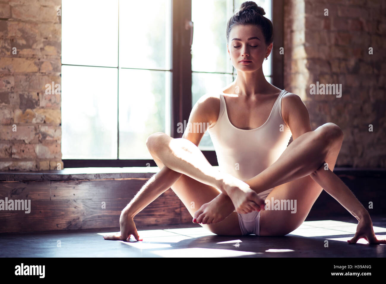 Single Solo Girl Stock Photos & Single Solo Girl Stock ...