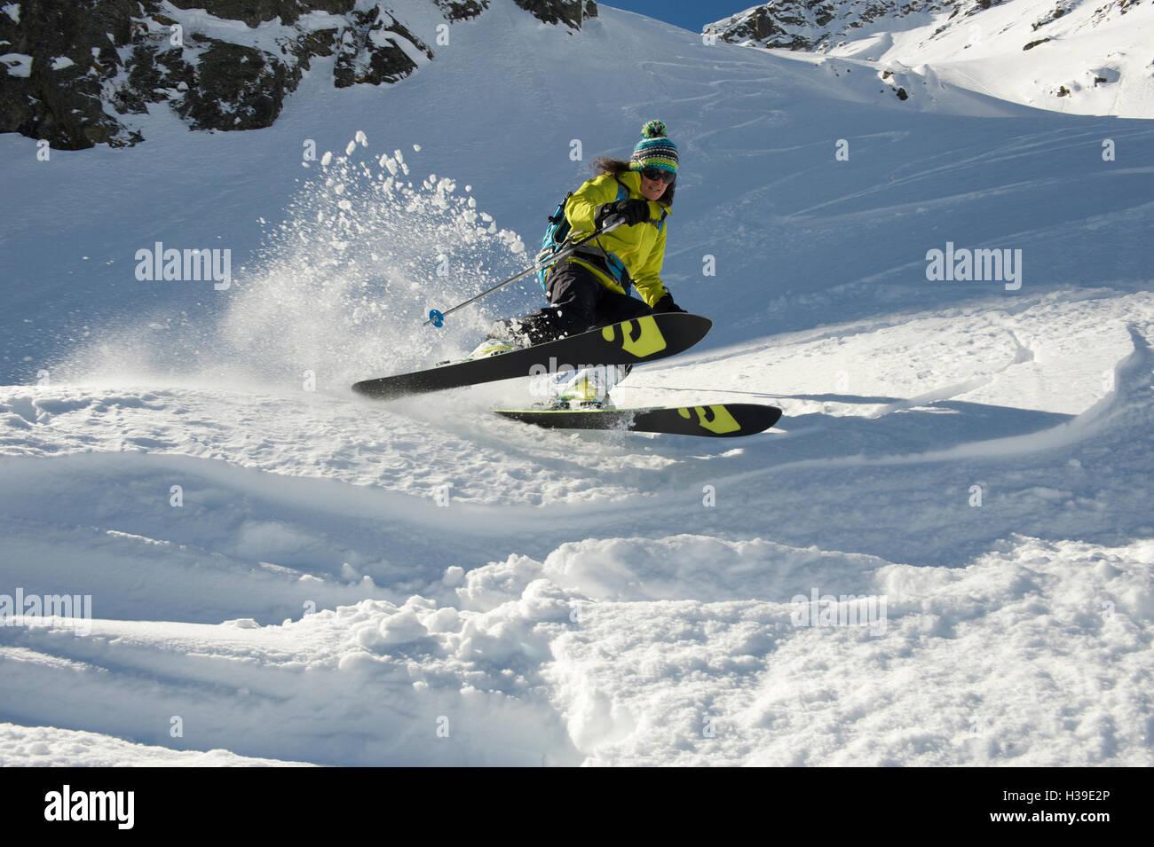 Woman skiing in powder - Stock Image