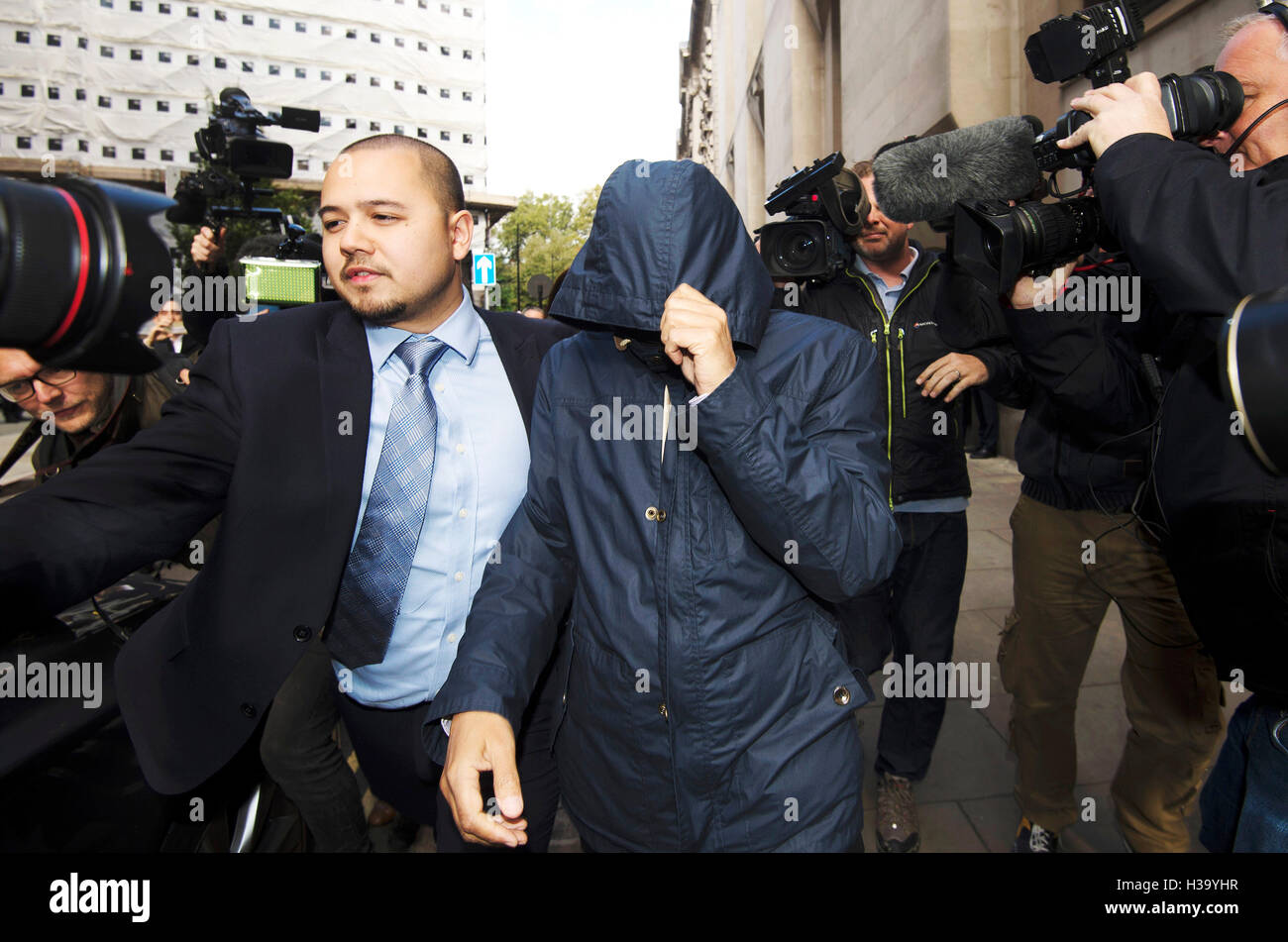 Fake Sheikh Mazher Mahmood (centre) leaves the Old Bailey in London, where he and his driver Alan Smith have been - Stock Image