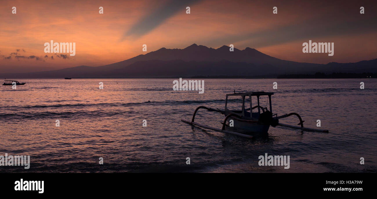 Indonesia, Lombok, Gili Air, sunrise over Guning Rinjani from west coast, panoramic - Stock Image