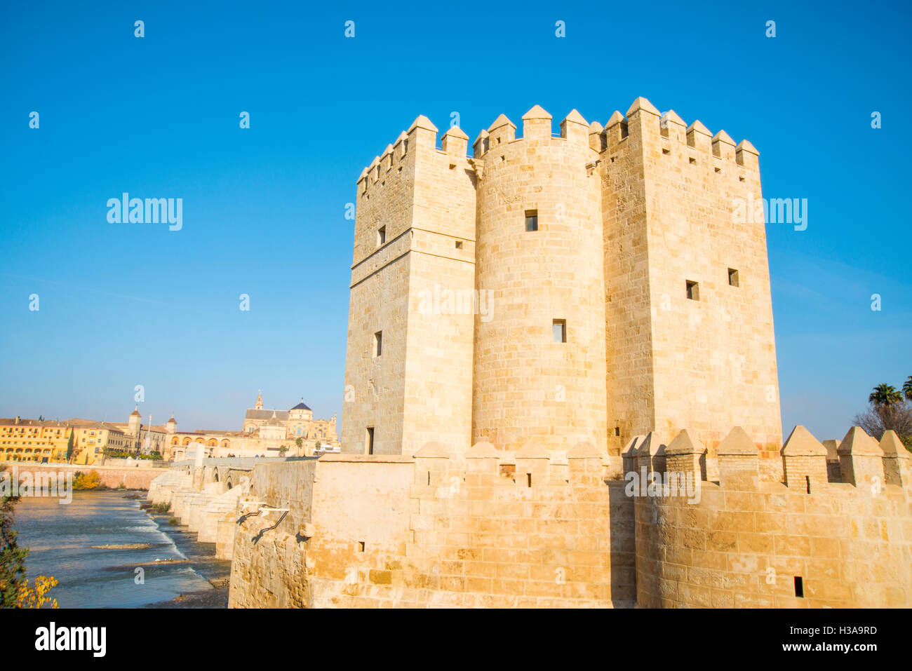 Lacalahorra tower, Roman bridge and Mosque-cathedral. Cordoba, Spain. - Stock Image