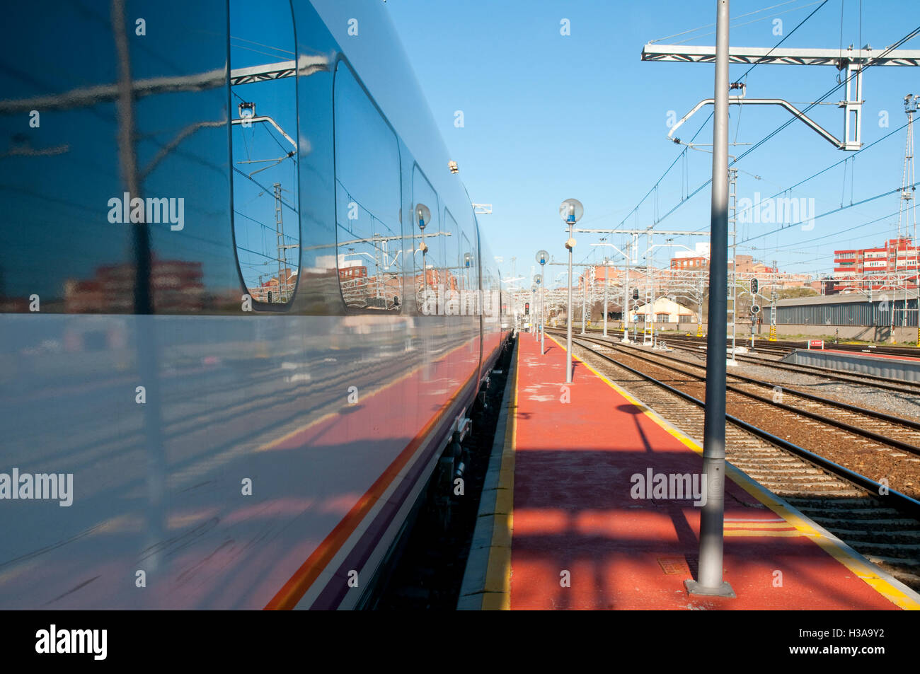 Platform and train. Campo Grande Railway Station, Valladolid, Castilla Leon, Spain. - Stock Image