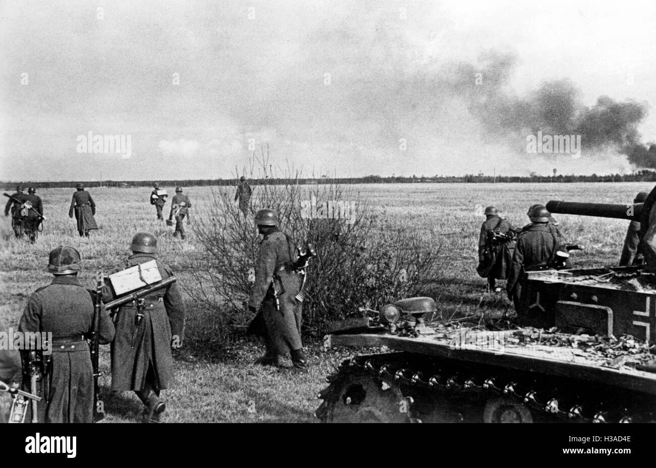 German infantry and tanks during the attack on Kalinin, 1941 - Stock Image