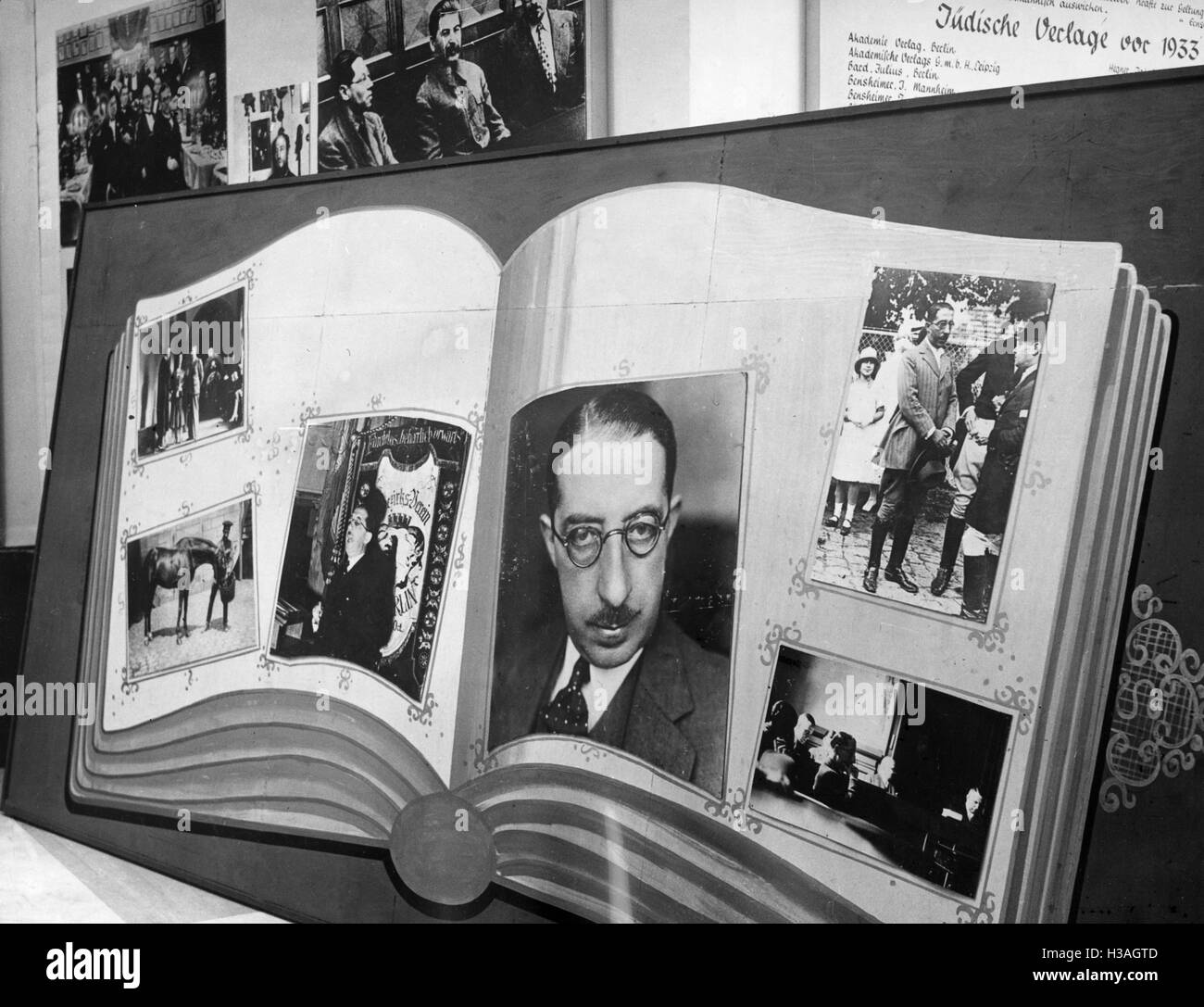 'Photos of Isidor Weiss at the exhibition ''The Eternal Jew'', 1938' - Stock Image