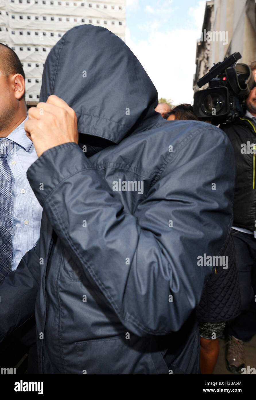 Fake Sheikh Mazher Mahmood leaves the Old Bailey in London, where he and his driver Alan Smith have been found guilty - Stock Image