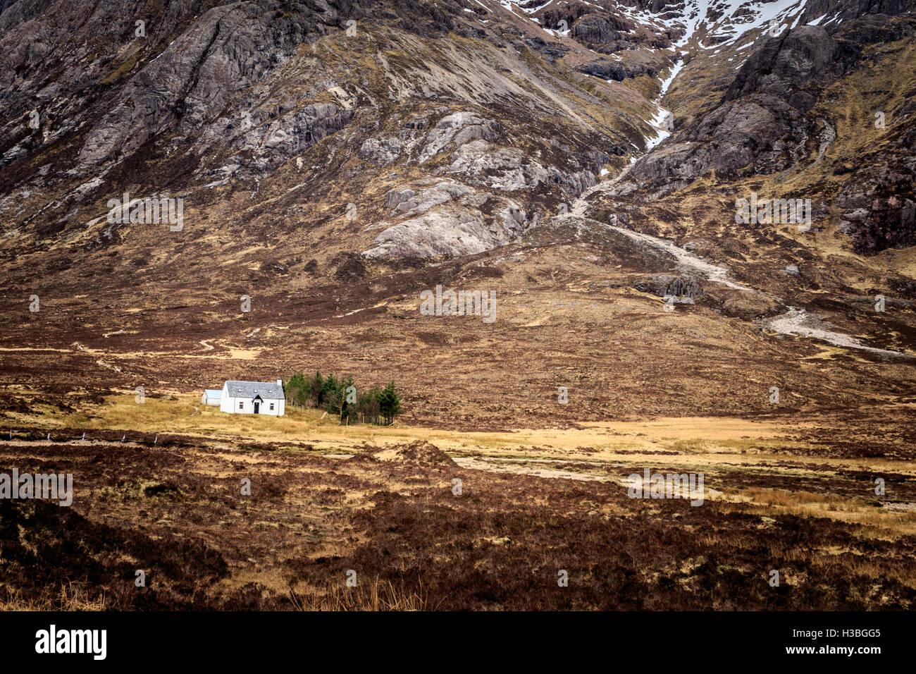 White cottage in the Scottish islands Scotland. - Stock Image