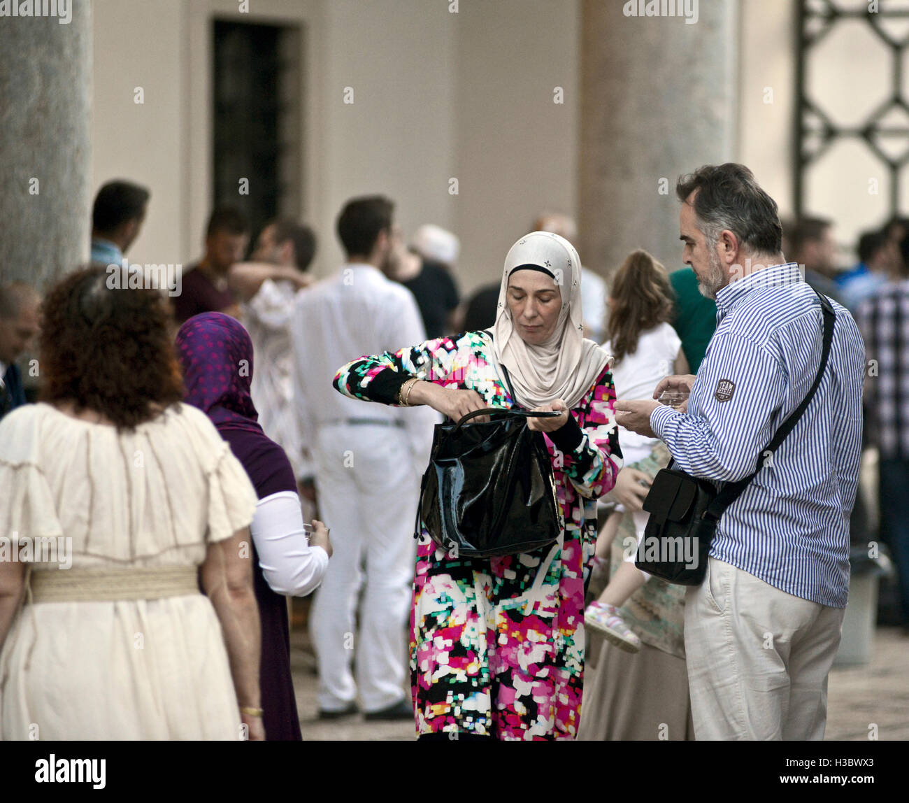 Muslim people celebrating Ramadan in the Gazi Husrev-beg Mosque, Sarajevo, Bosnia and Herzegovina - Stock Image