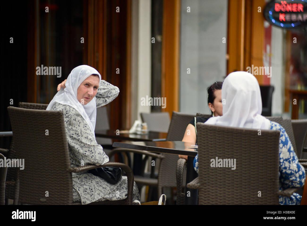Muslim women in a restaurant. Sarajevo Old Town (Baščaršija), Bosnia and Herzegovina - Stock Image