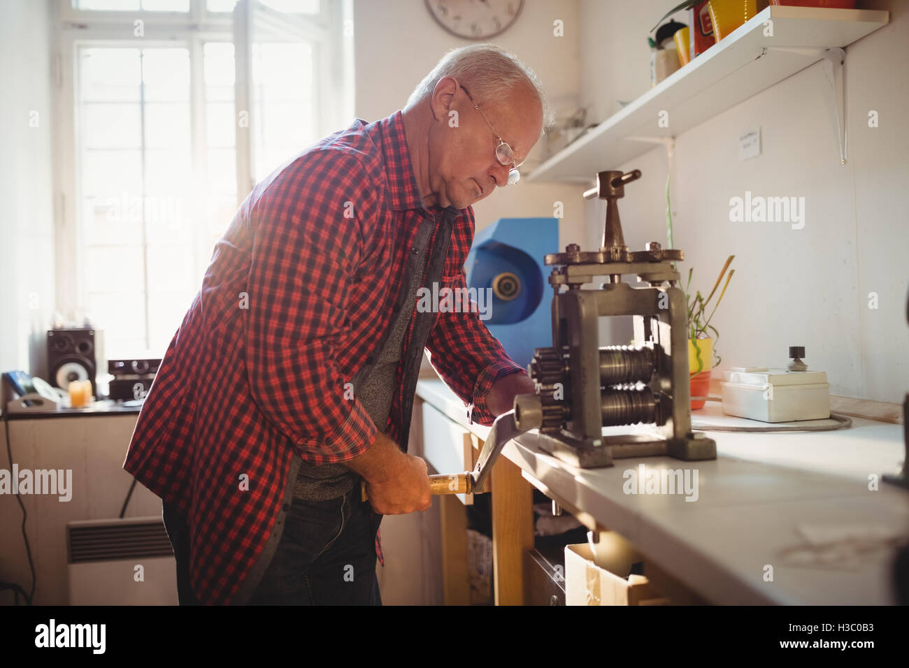 Goldsmith manufacturing ring - Stock Image