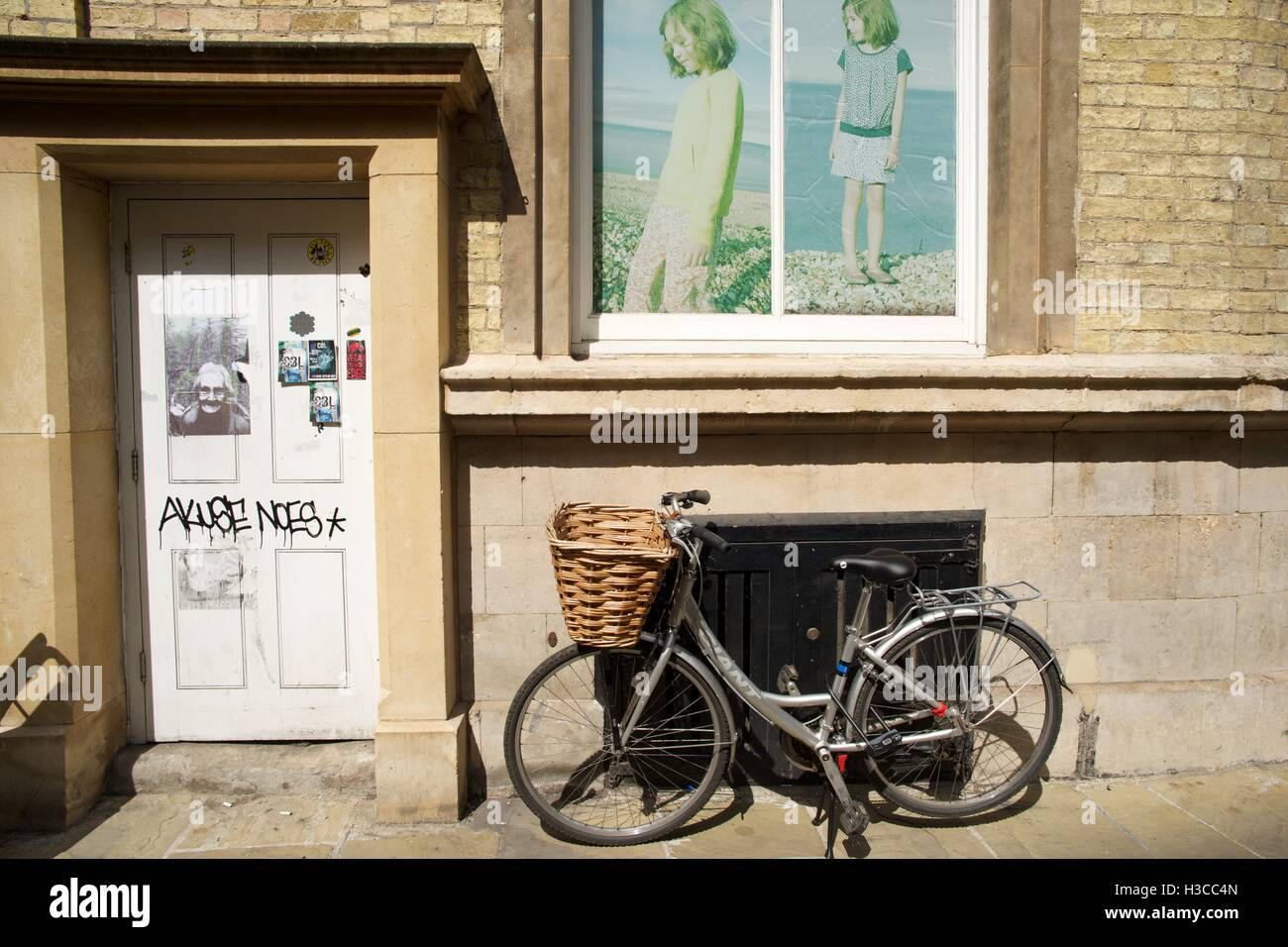 Bicycle with basket at front outside house in Cambridge street Stock Photo