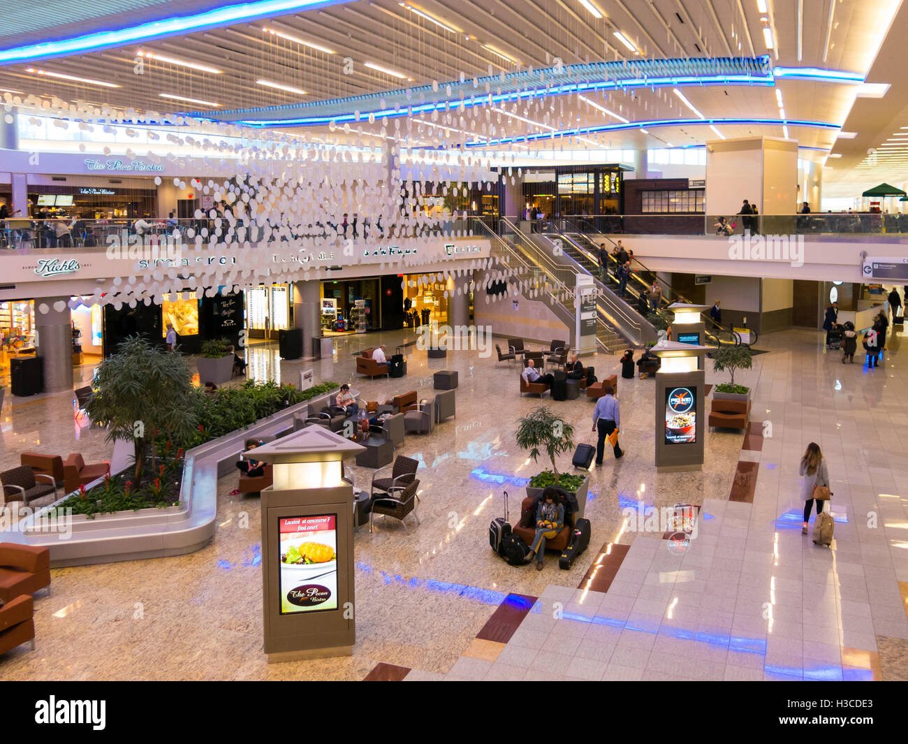 People Shops And Restaurants In Maynard H Jackson Jr Terminal On