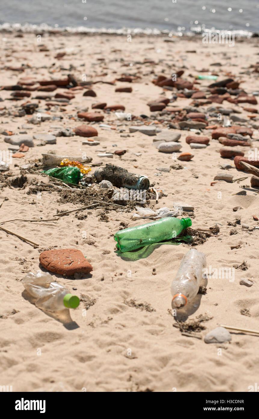 Trash washed up on beach - Stock Image