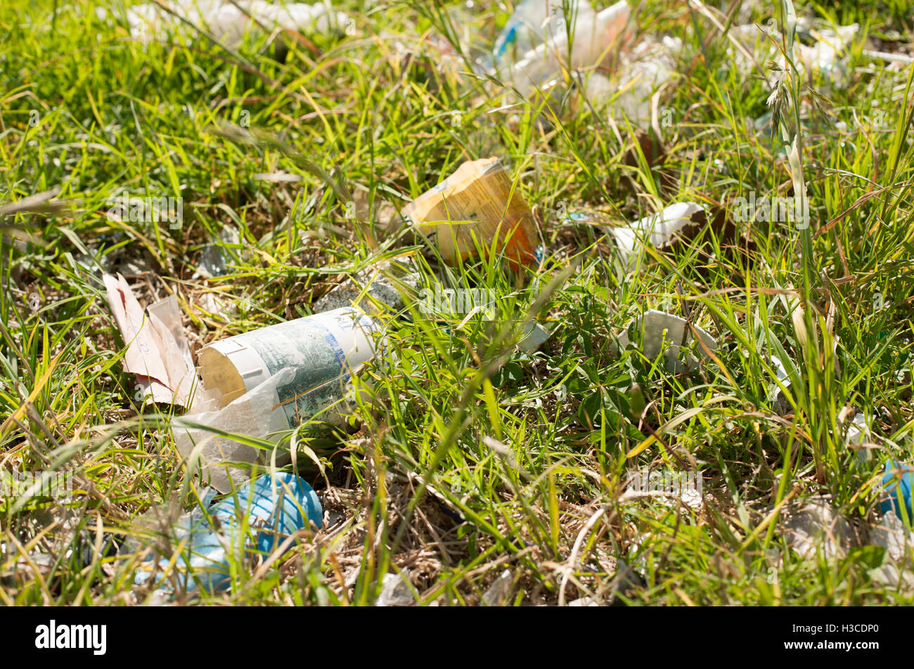 Trash littered on the ground - Stock Image