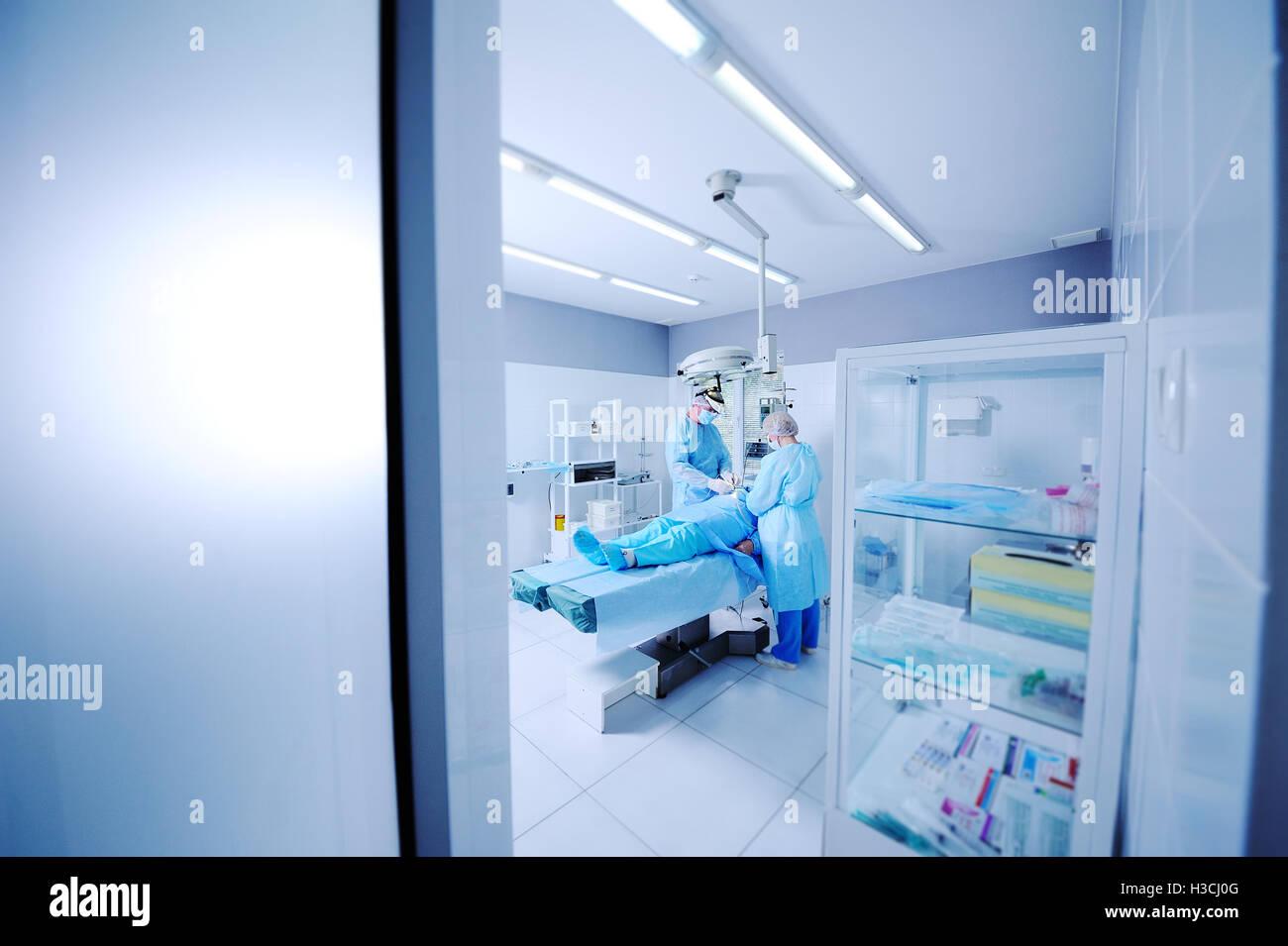 surgeons do surgery patient - Stock Image