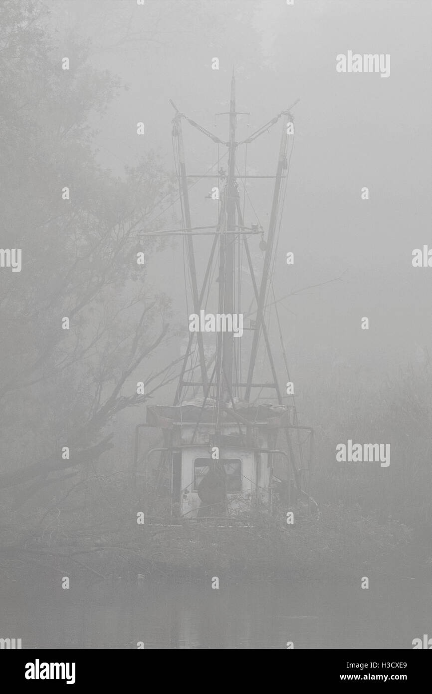 Leaving shadowy fisher boat in the fog, black white photo / Schemenhaft erkennbarer Fischkutter, Fischerboot im - Stock Image