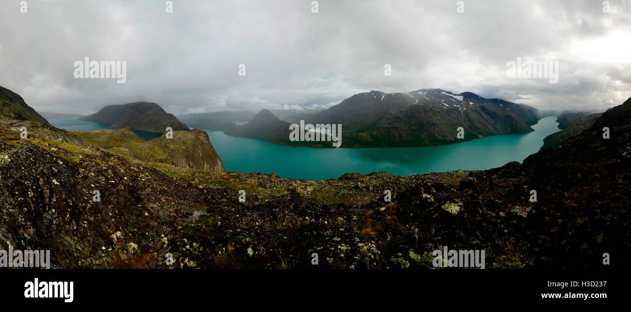 Blue-green Gjende lake in the Norwegian Mountain - Stock Image