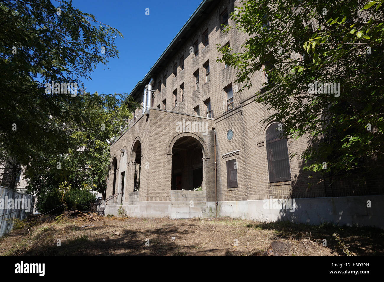 Abandoned Nurses Quarters at Greenpoint Hospital in Brooklyn - Stock Image