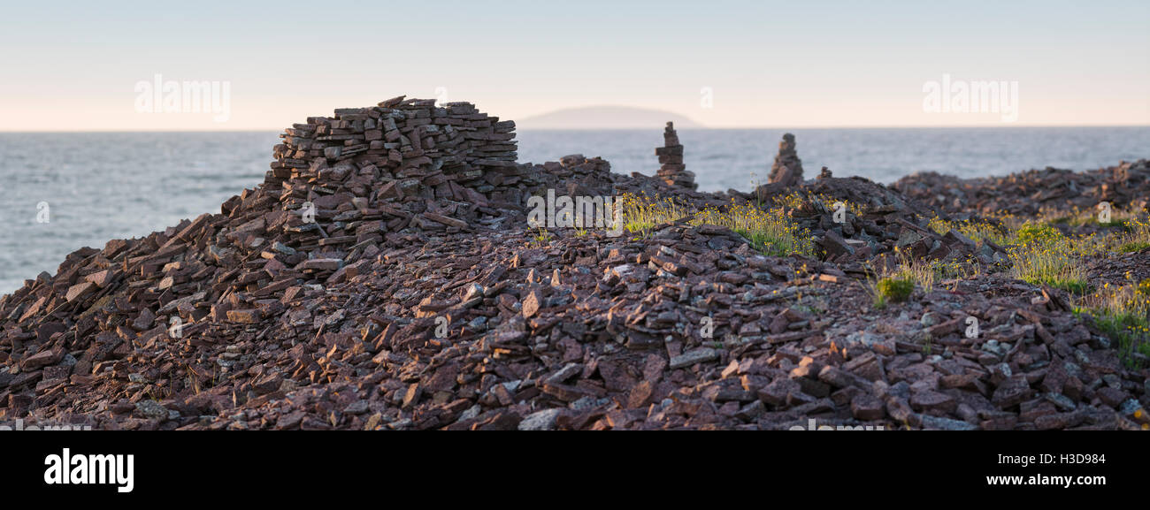 Panorama of pebble beach at Djupvik, with the Bla Jungfrun in the background. Oland / Öland, Sweden. Scandinavia. - Stock Image