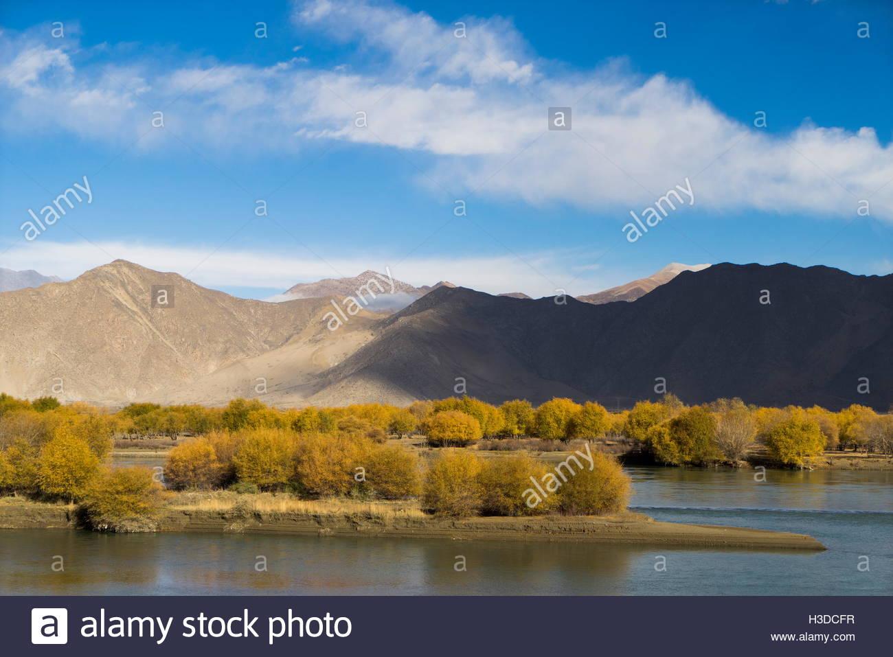 Mountains between Lhasa and Gyantse. - Stock Image